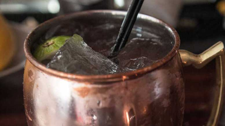 moscow mule im kupferbecher